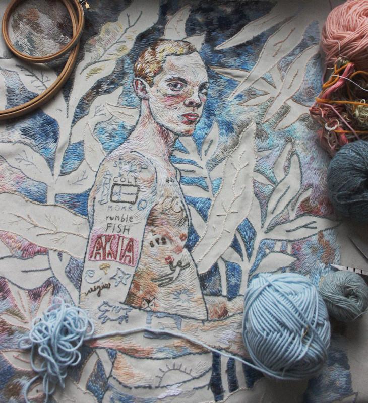 Москвичка Лиза Смирнова вышивает портреты, похожие на рисунки карандашом