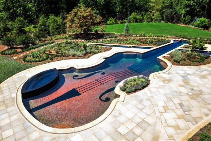 Бассейн в форме скрипки Страдивари из 500000 плиток