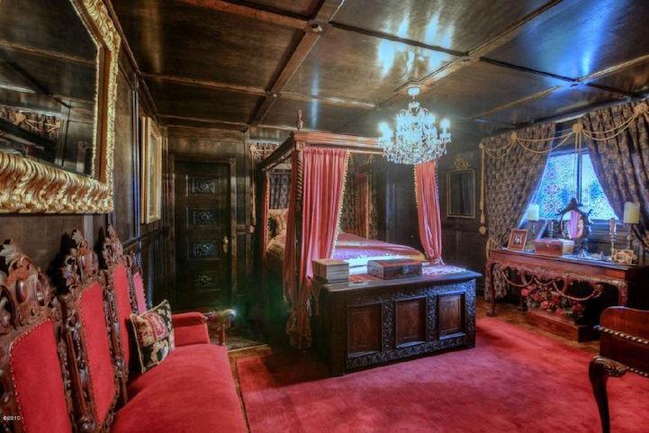 Дом-замок Almine Barton